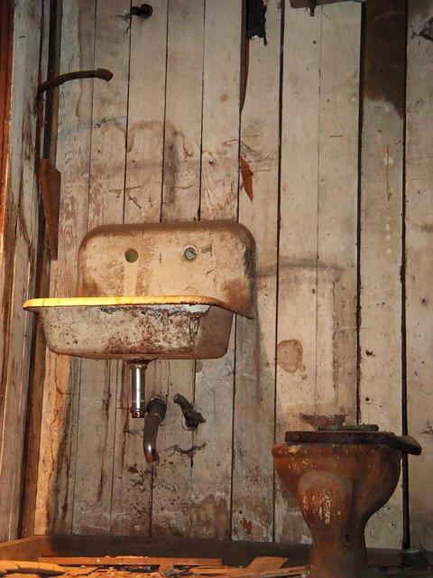 grungy bathroom